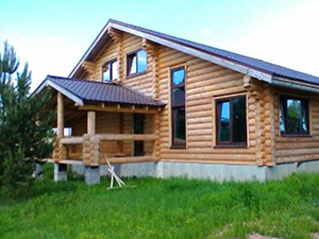 Бревенчатый дом с баней